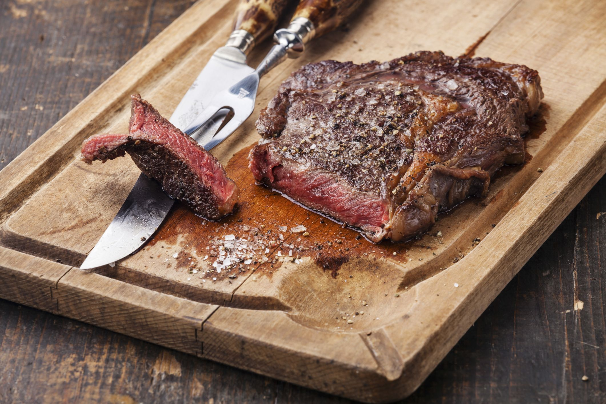 Medium rare steak GettyImages 522203498 58900e793df78caebc70c1cc