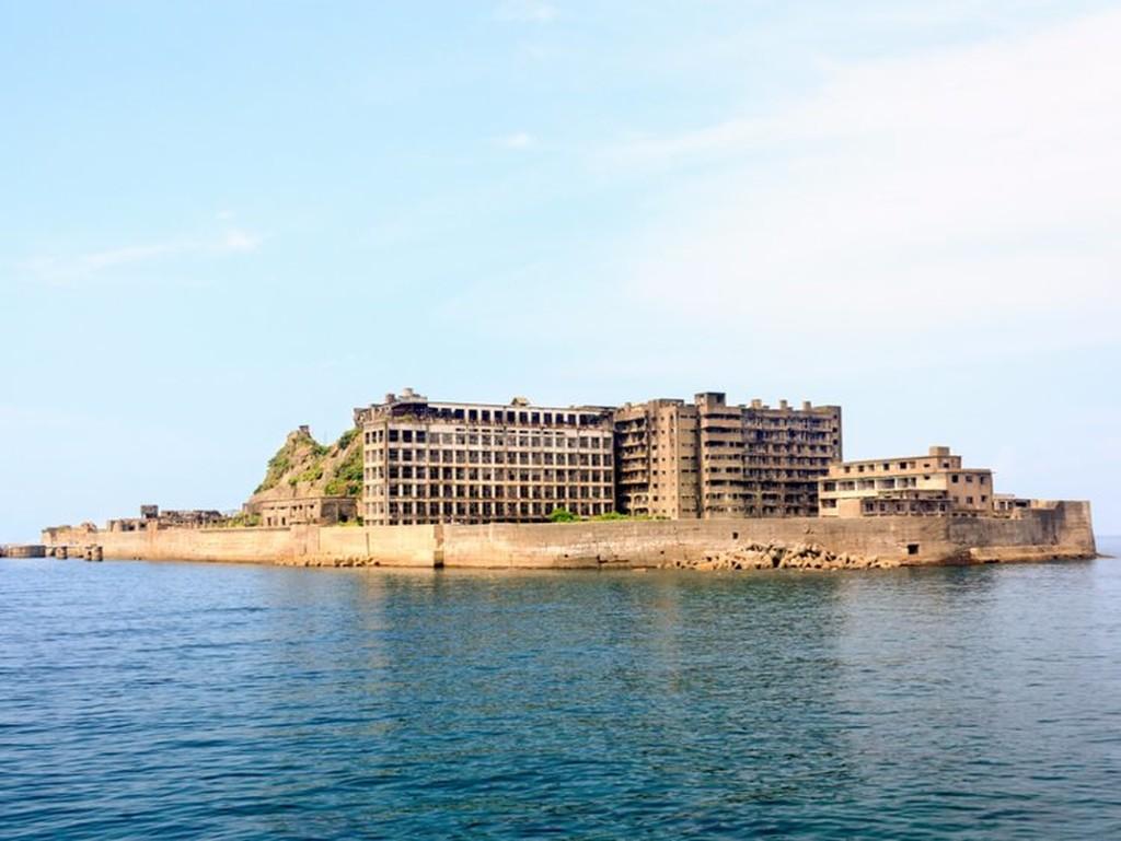 Hashima Island Japan - 9 πόλεις που θα γούσταρε να μετακομίσει ο Κάσπερ το φαντασματάκι