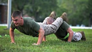 6 ασκήσεις push-ups που «δεν τις βγάζουν» ούτε οι ΟΥΚάδες