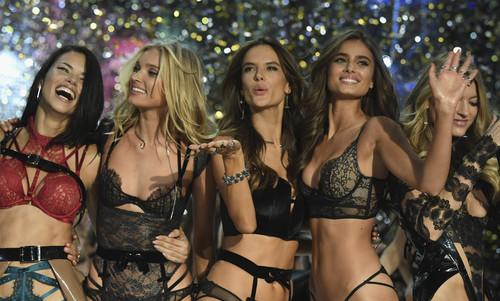Πόσα «αγγελάκια» της Victoria's Secret χωράνε σε μια πασαρέλα;