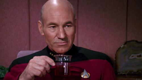 Ναι ρε πίνω τσάι αντί για καφέ. Πρόβλημα;