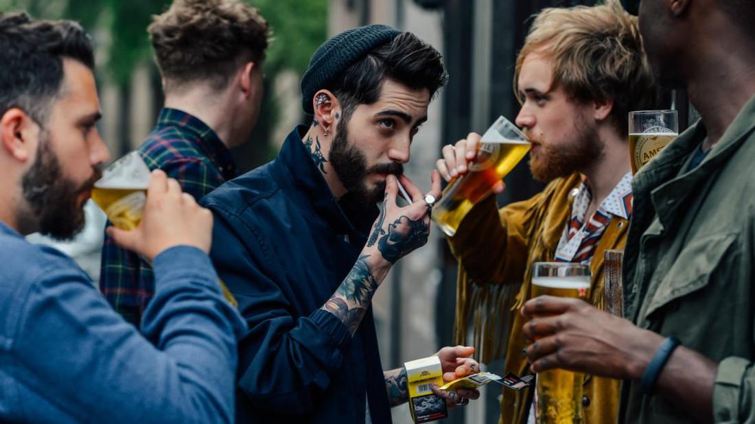 Όσο συχνότερα πηγαίνεις για μπίρες, τόσο πιο ευτυχισμένος γίνεσαι
