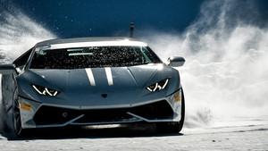 Ποιος θέλει να βολτάρει στα χιόνια με μια Lamborghini Huracán;