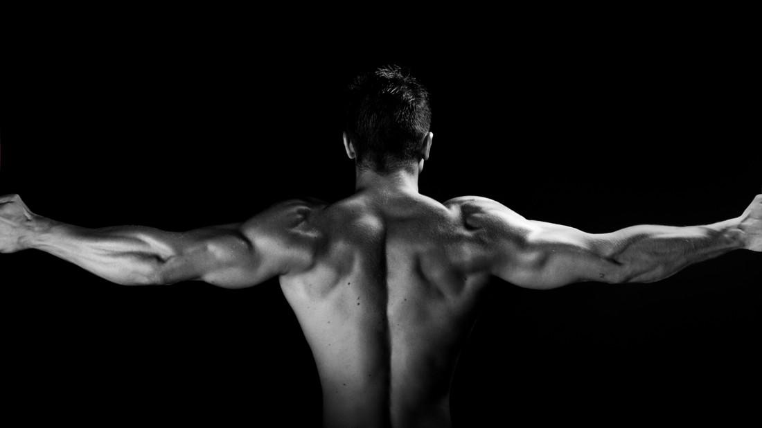 4 ασκήσεις για να δώσεις το κάτι παραπάνω στην Πλάτη σου