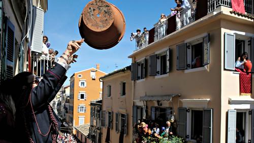 Είναι το Πάσχα η πιο Ελληνική από όλες τις γιορτές;