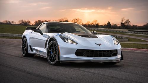 Η Corvette είναι ένα έμπειρο θηλυκό με άπειρα γκάζια
