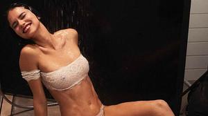 Η Adriana Lima έδωσε άλλη διάσταση στο σοκολατένιο λαγουδάκι