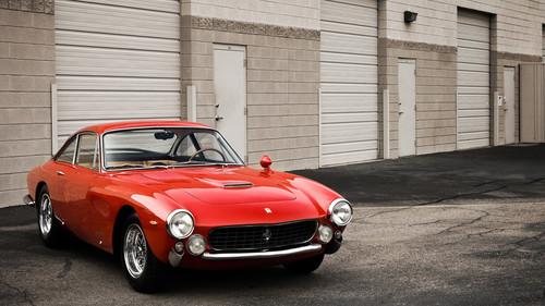 Οι πιο όμορφες Ferrari της ιστορίας σε ένα φωτογραφικό άλμπουμ