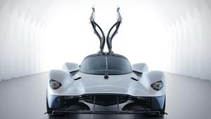 Υποκλίσου μπροστά στη φτερωτή γοητεία της  Aston Martin Valkyrie