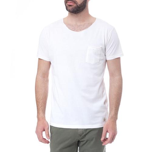 Λευκό Τ-shirt για όλες τις ώρες και είσαι έτοιμος για διακοπές