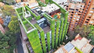 Η Μπογκοτά υπερηφανεύεται για τον μεγαλύτερο κάθετο κήπο του κόσμου