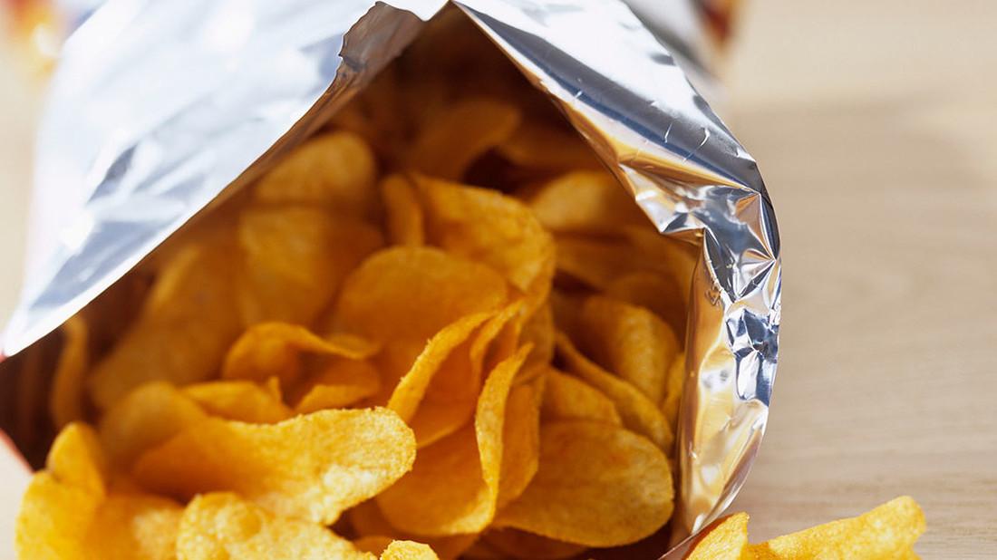 Μάθαμε γιατί το σακουλάκι με τα πατατάκια δεν είναι ποτέ γεμάτο