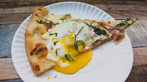 Η πίτσα με αβγό θα κατακτήσει το πεϊνιρλί