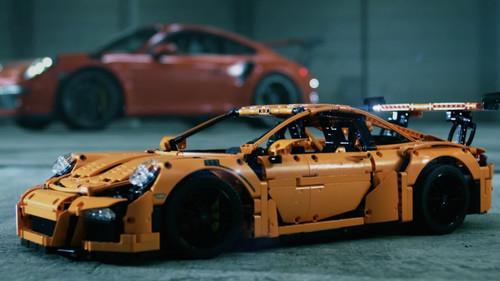 Με 2.704 κομμάτια Lego συναρμολογείς αυτή τη θρυλική Porsche