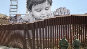 Τα μάτια ενός παιδιού «γκρεμίζουν» τον φράχτη στα σύνορα ΗΠΑ-Μεξικού