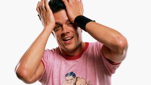 Τα δίχρωμα t-shirts είναι η ρουά ματ κίνηση για το στυλ σου
