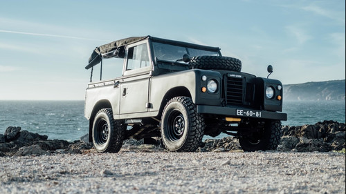 Με αυτό Land Rover από τα παλιά θέλουμε να πάρουμε τα βουνά
