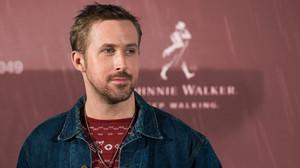 Το ατημέλητο κούρεμα του Ryan Gosling είναι βγαλμένο από το μέλλον