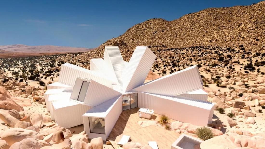 Παίρνουμε μια ντουζίνα κοντέινερ, τα πετάμε στην έρημο και βγαίνει αυτό:
