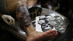 4 πραγματάκια που ΔΕΝ πρέπει να κάνεις στα φρέσκα τατουάζ σου