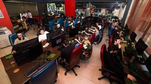 Νιώθοντας κωλόγερος στην τοποθεσία Internet Cafe