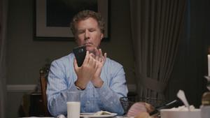 Ο Will Ferrell θέλει να ξεκολλήσεις από το κινητό όταν είσαι στο τραπέζι