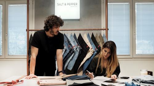 Μιλήσαμε με το ζευγάρι από τη Θεσσαλονίκη που σχεδιάζει τα πιο cool ανδρικά jeans