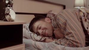 Η αξέχαστη μέρα που έπεσα στο κρεβάτι μαζί σου
