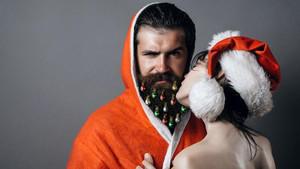 Άη Βασίλη, θα κάνεις μήνυση σε όσους βάζουν Χριστουγεννιάτικα στολίδια στο μούσι;