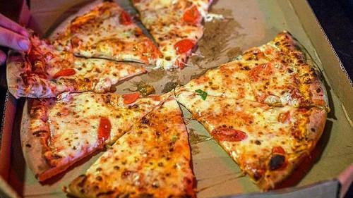 Στην Crust θα μπουκωθείς στην πίτσα ακούγοντας πανκ