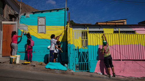 Η κωμόπολη της Χιλής που αποφάσισε να «βουτήξει» στα χρώματα