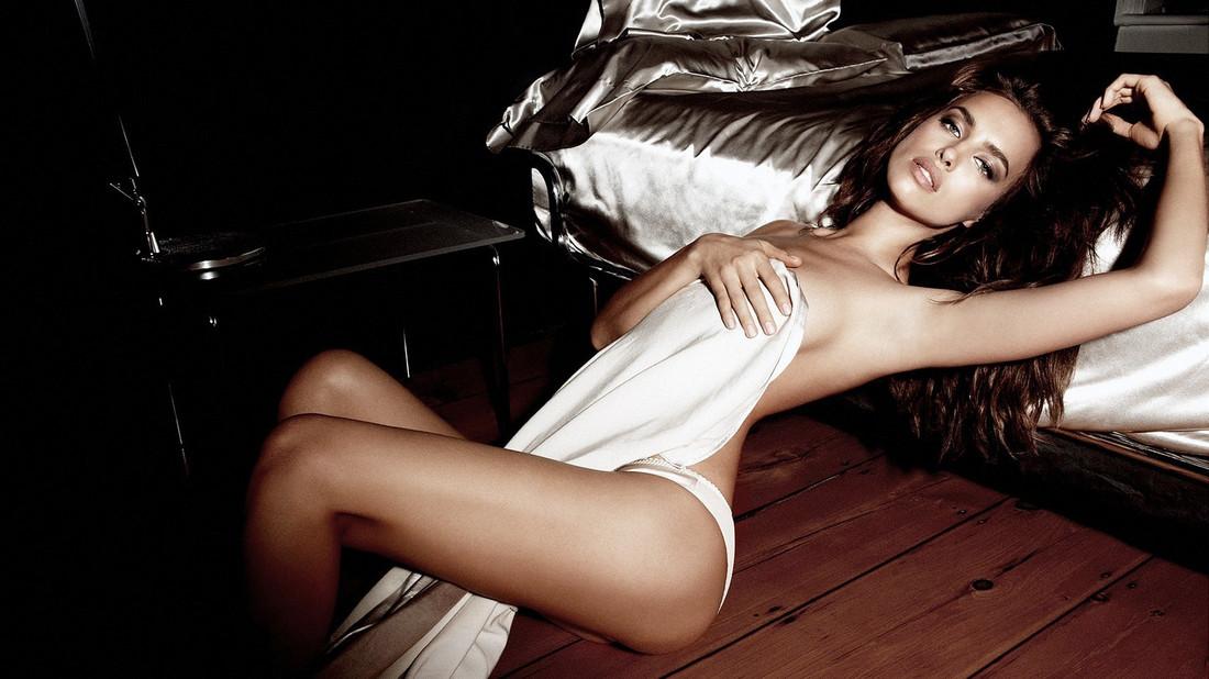 Σβήνουμε 32 κεράκια στην Ιρίνα Σάικ με 10 σέξι φωτογραφίες της