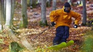 Αυτή η θεότητα κάνει σκι σε όποια επιφάνεια ΔΕΝ έχει χιόνι
