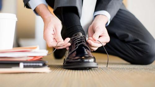 12 παπούτσια για να τα ταιριάξεις με το κοστούμι σου